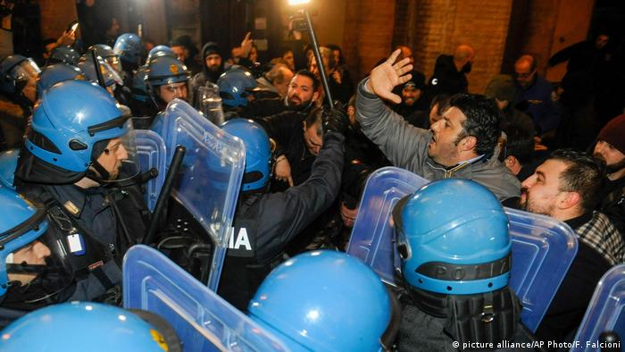 Police clash with Forza Nuova protesters