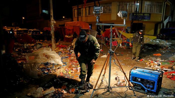 Bolivien Gasflaschenexplosion bei Karnevalsumzug in Oruro (Reuters/D. Mercado)