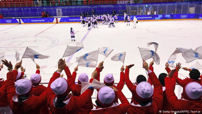 Olympische Winterspiele 2018 in Pyeongchang nordkoreanische Cheerleader (Getty Images/AFP/J. Yeon-Je)