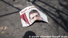 APTOPIX Mideast Egypt abgerissenes Plakat Mohammed Morsi
