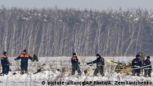 Russland - Bergungsarbeiten nach Flugzeugabsturz