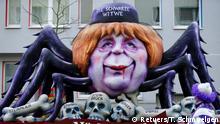 Deutschland Karneval Rosenmontagszug in Düsseldorf (Retuers/T. Schmuelgen)