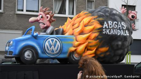 Volkswagen float (picture-alliance/dpa/F. Gambarini)