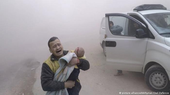 Syrische Armee setzt Beschuss von Ost-Ghouta fort (picture alliance/AA/Syrian Civil Defence)