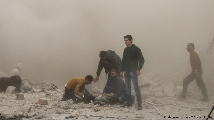 Syrische Armee setzt Beschuss von Ost-Ghouta fort (picture alliance/AA/A. Al-Bushy)