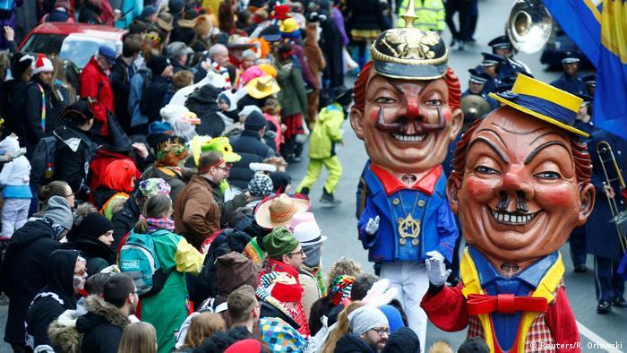 Deutschland Karneval Rosenmontagszug in Mainz (Reuters/R. Orlowski)
