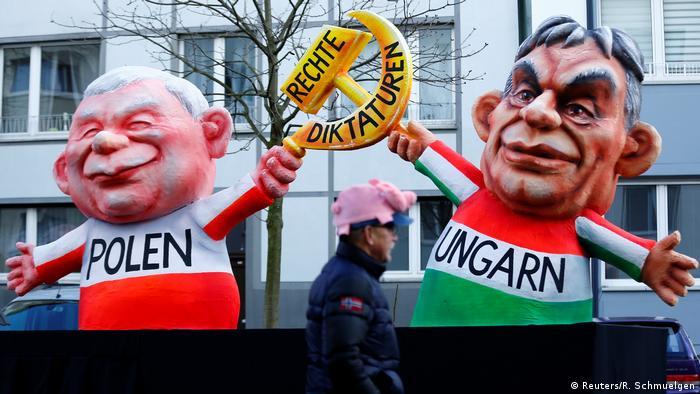 Deutschland Karneval Rosenmontagszug in Düsseldorf