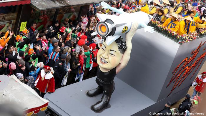 Deutschland Karneval Rosenmontagszug in Köln (picture-alliance/dpa/R. Vennenbernd)