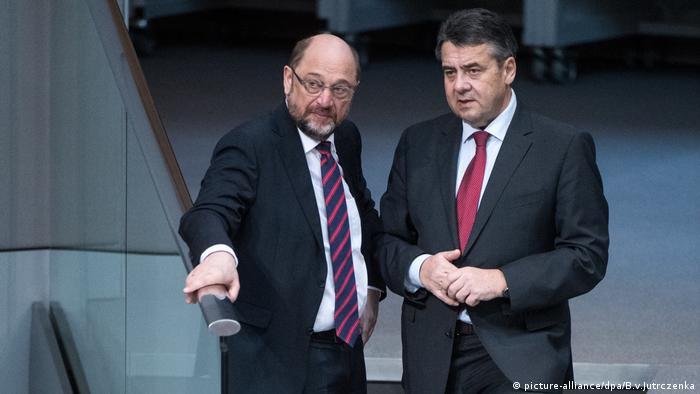 Bundestag, Martin Schulz (l), Sigmar Gabriel (SPD)