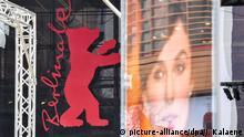 10.02.2018, Berlin: Der Berlinale-Bär ist als Logo der Internationalen Filmfestspiele am Berlinale-Palast am Potsdamer Platz angebracht. Die Internationalen Filmfestspiele finden vom 15. bis 25.02.2018 in der Hauptstadt statt. Foto: Jens Kalaene/dpa-Zentralbild/dpa +++(c) dpa - Bildfunk+++ | Verwendung weltweit