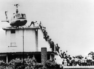 Estrangeiros sendo retirados de Saigon em 1975