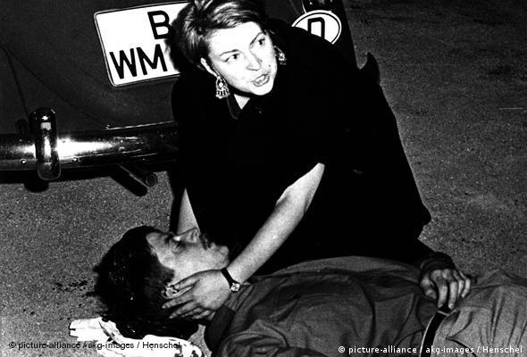 Benno Ohnesorg wird bei Anti-Schah-Demo erschossen