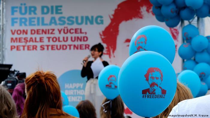 Protest in Berlin for the release of Deniz Yücel (Imago/snapshot/K.M. Krause)
