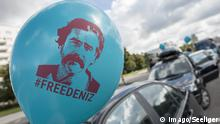 Berlin Demonstranten fordern Frelassung von Deniz Yücel