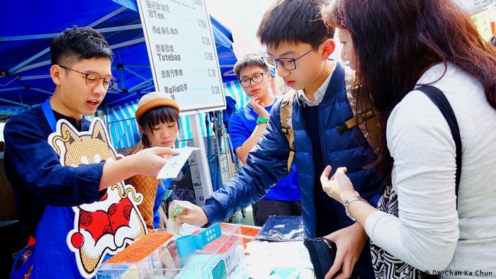 Hongkong Blumenmarkt zum chinesischen Neujahr (DW/Chan Ka Chun)