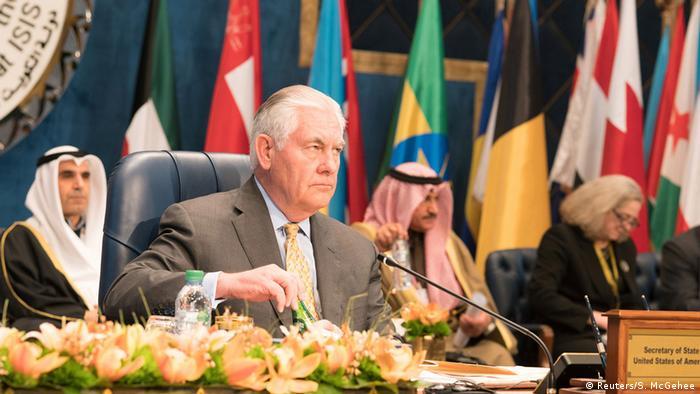 Рекс Тиллерсон на встрече глав внешнеполитических ведомств международной коалиции против ИГ в Кувейте