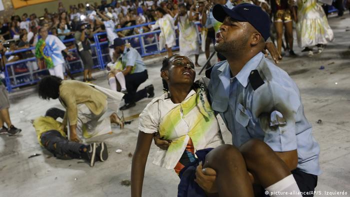 A Beija-Flor de Nilópolis levou para a Marquês de Sapucaí os problemas sociais do Brasil, retratando as vítimas da violência no país