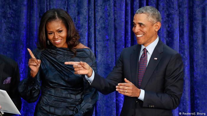 میشل اوباما در کنار همسرش باراک اوباما در فوریه سال ۲۰۱۸ میلادی.