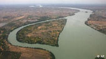Das Bild zeigt einen Fluss mit einem geraden, breiten Teil und einem D-förmigen schmaleren Seitenarm (Foto: AP)