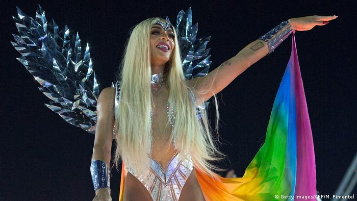 Cantora drag Pabllo Vittar foi destaque de carro alegórico da Beija-Flor com mensagem contra a intolerância