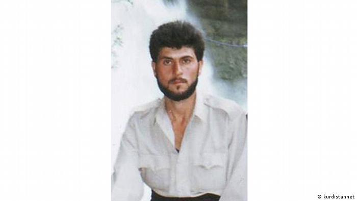 کاوه عزیزپور یکی از زندانیان سیاسی کرد در ایران بود که ۲۷ اردیبهشت ۱۳۷۸ در سن ۲۵ سالگی در زندان مهاباد درگذشت. او دو سال پیشتر به اتهام عضویت در یکی از احزاب کرد مخالف دولت ایران محاکمه و به ۳ سال حبس محکوم شده بود. به گفته خانوادهاش، او تحت شکنجه عوامل اطلاعاتی در زندان دچار ضربه مغزی شد و به کما رفت.