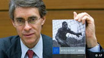 Ken Roth präsentiert den Human Rights Watch World Report 2009