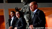 Berlin SPD Statement Klingbeil, Nahles, Scholz (Getty Images/AFP/T. Schwarz)