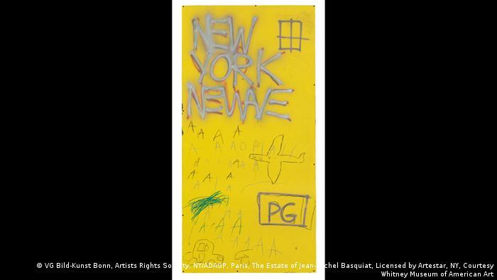 Jean-Michel Basquiat, Ohne Titel, 1980, Auf gelbem Untergrund der Schriftzug New York Newave, darunter vielfach der Buchstabe A, ein Flugzeug und ein Auto, PG in einem Kasten. Emaille, Sprühfarbe und Öl auf emailliertem Metall, Whitney Museum der amerikanischen Kunst, Geschenk eines anonymen Spenders (VG Bild-Kunst Bonn, Artists Rights Society, NY/ADAGP, Paris, The Estate of Jean-Michel Basquiat, Licensed by Artestar, NY, Courtesy Whitney Museum of American Art)
