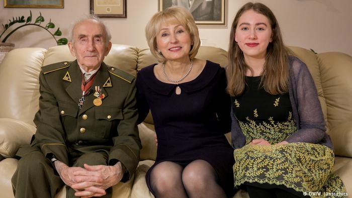 Три поколения семьи Якавонис