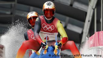 Die Doppelsitzer Toni Benecken und Sascha Eggert in Aktion (Foto: picture-alliance/AP Photo/A. Wong)