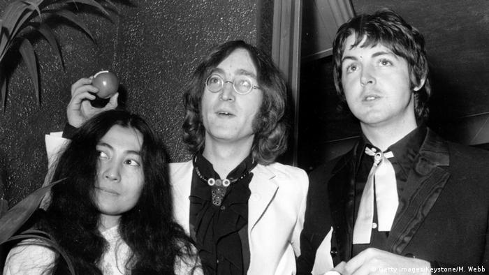 Submarine Premiere John Lennon mit Yoko Ono und Paul McCartney (Getty Images/Keystone/M. Webb)