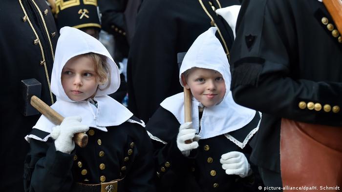Участники исторического парада горняков в саксонском городе Аннаберг-Буххольц