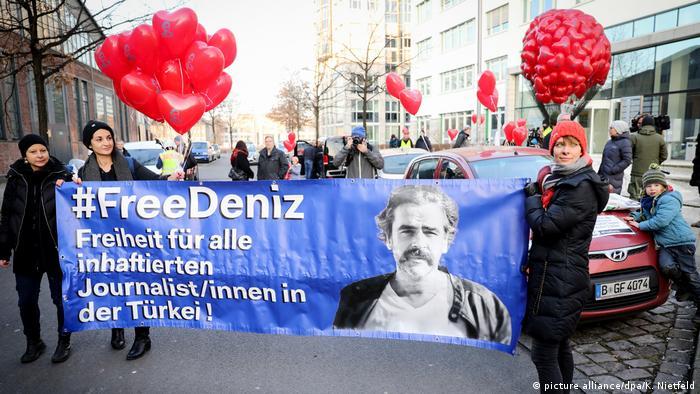 Deutschland Unterstützung für Deniz Yücel