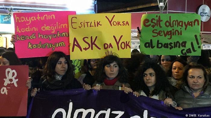 Türkei Demo in Istanbul anlässlich des Valentinstags (DW/B. Karakas)