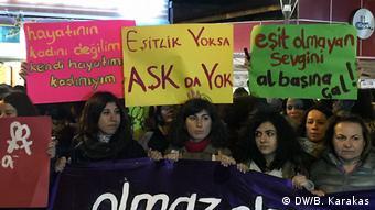 Από διαδήλωση κατά της βίας εναντίον γυναικών στην Kων/πολη