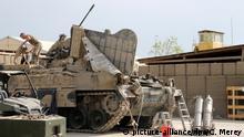 Afghanistan Feldlager Kundus Reparatur eines Panzers