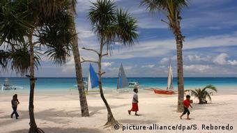 Philippinen Boracay (picture-alliance/dpa/S. Reboredo)