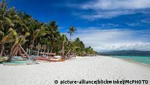 Sandstrand und Palmen, Philippinen, Boracay | palm trees and sandy beach, Philippines, Boracay | Verwendung weltweit