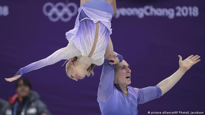 Aljona Savchenko e Bruno Massot - ouro nas figuras livres (picture alliance/AP Photo/J. Jacobson)
