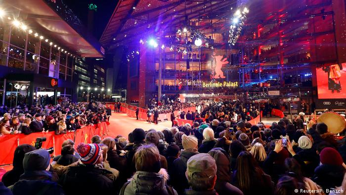 The crowd gathered in front of the 68th Berlinale red carpet (Reuters/F. Bensch)