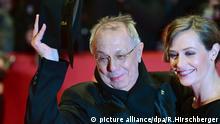 15.02.2018, Berlin: Berlinale, Eröffnung, _Isle of Dogs _ Ataris Reise_: Festivallleiter Dieter Kosslick begrüsst Jury-Mitglied Cecile de France. Foto: Ralf Hirschberger/dpa-Zentralbild/dpa +++(c) dpa - Bildfunk+++   Verwendung weltweit