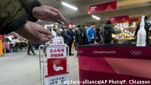 Hand sanitizer at Pyeongchang Wintet Olympics (picture-alliance/AP Photo/P. Chiasson)