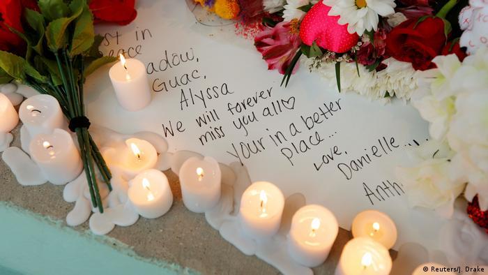 USA Trauer nach Schießerei in der Marjory Stoneman Douglas High School (Reuters/J. Drake)