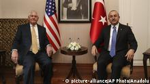 Türkei Mevlut Cavusoglu, Rex Tillerson (picture-alliance/AP Photo/Anadolu)