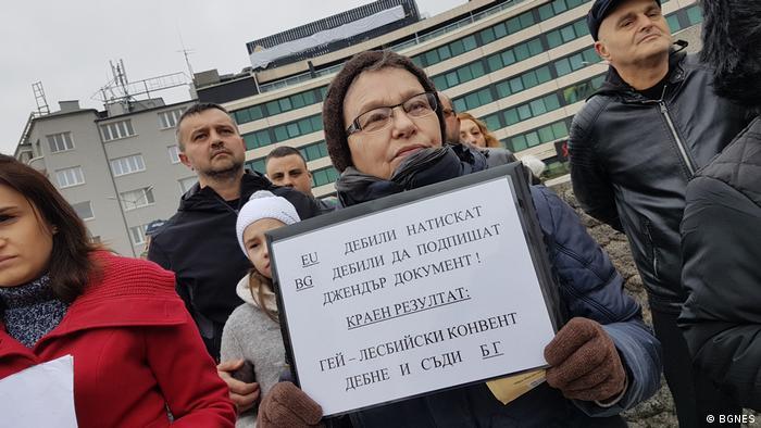 Кадър от протест срещу Истанбулската конвенция