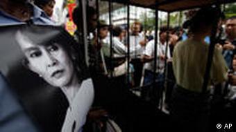 Demonstranten in Thailand gegen die Junta in Birma (Foto: AP)