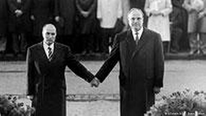 Deutschland 60 Jahre Kapitel 4 1979 – 1989 Helmut Kohl und Francois Mitterand (ullstein bild - Sven Simon)