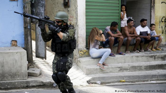 Brasilien - Militär soll Kontrolle in Rio übernehmen (picture alliance/dpa/Zuma Wire/L. Belford)