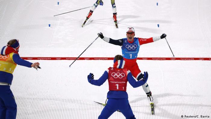 Pyeongchang 2018 Olympische Winterspiele | Langlauf Staffellauf - Marit Bjoergen aus Norwegen jubelt (Reuters/C. Barria)