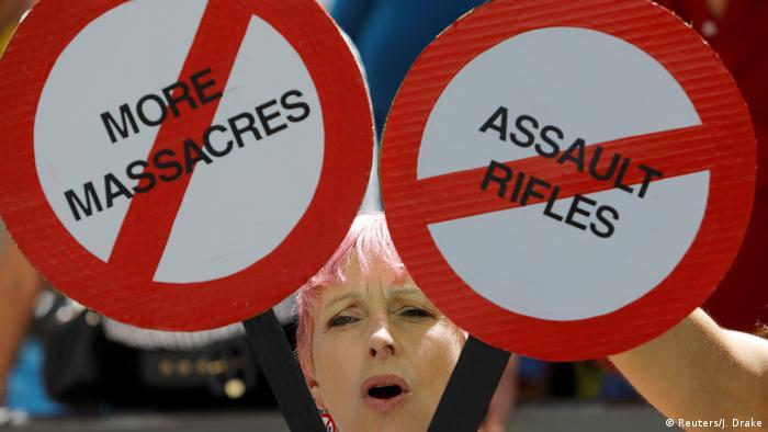 Protesto contra uso de armas após o massacre em escola na Flórida